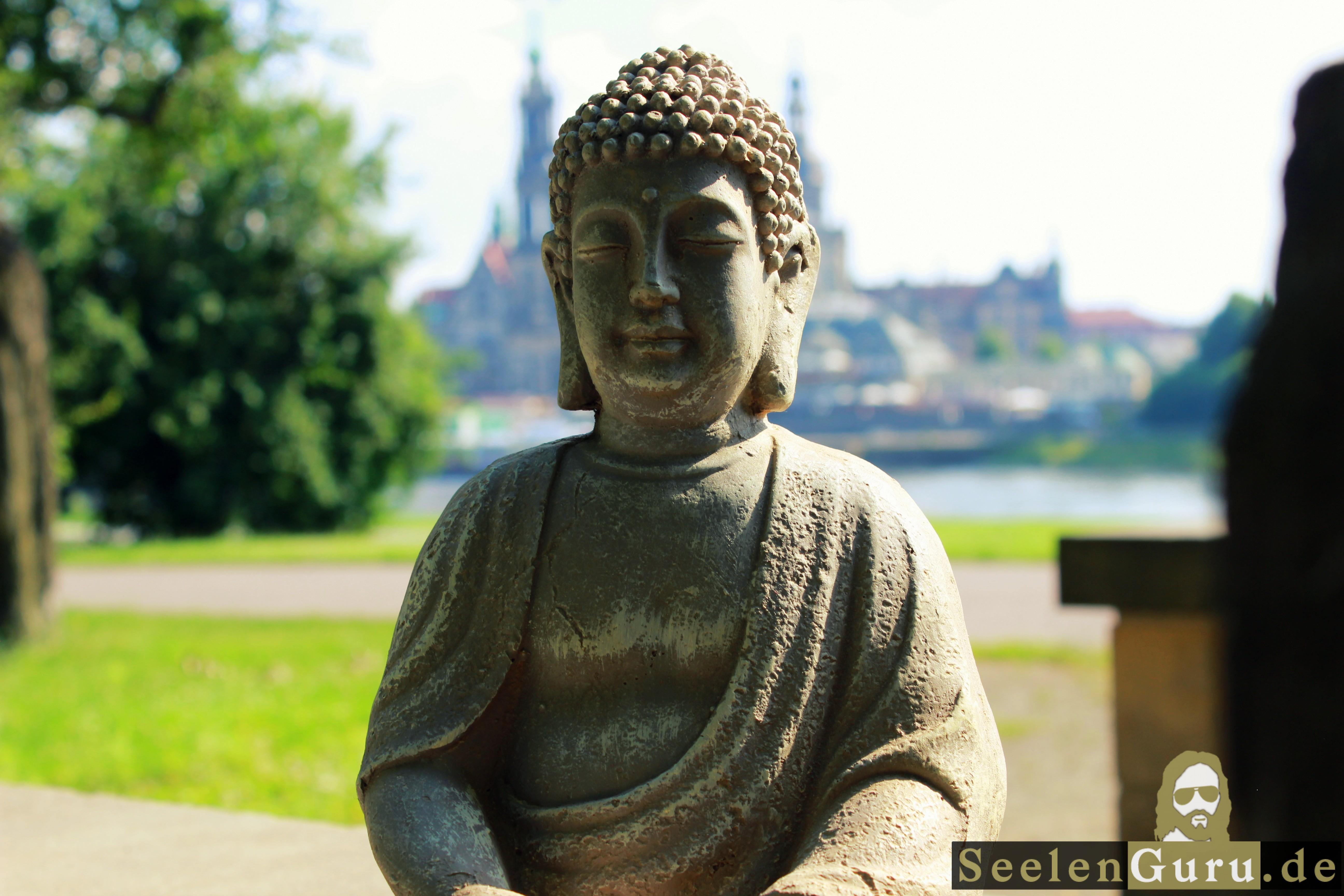 Buddha an der Elbe in Dresden fotografiert