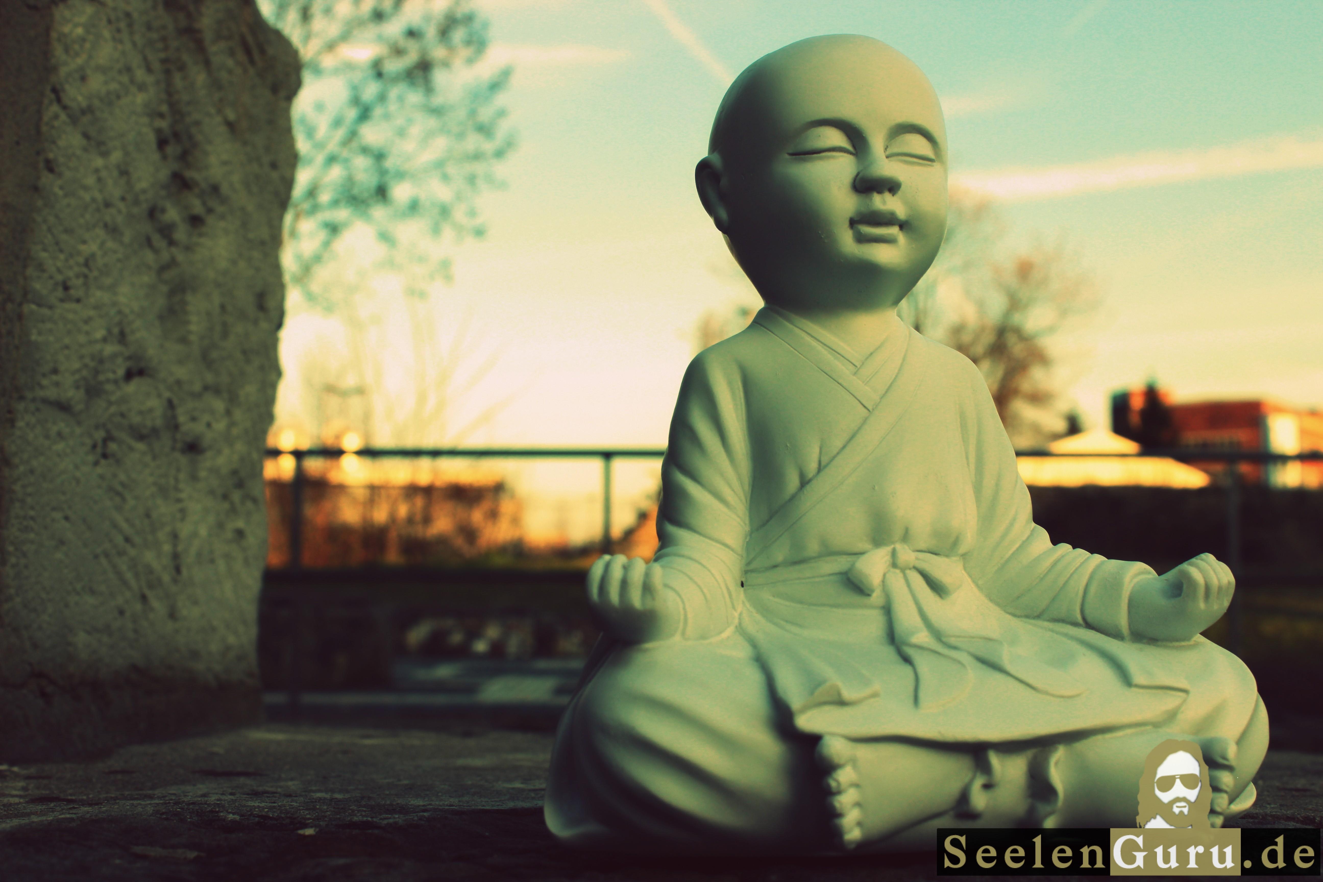 Buddha im Lotossitz - Foto