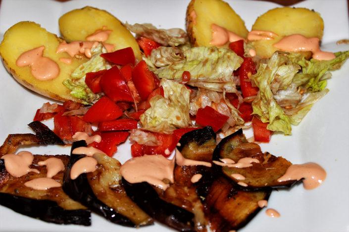 Königliche Ofenkartoffel mit Cocktailsauce - vegan, glutenfrei & zuckerfrei