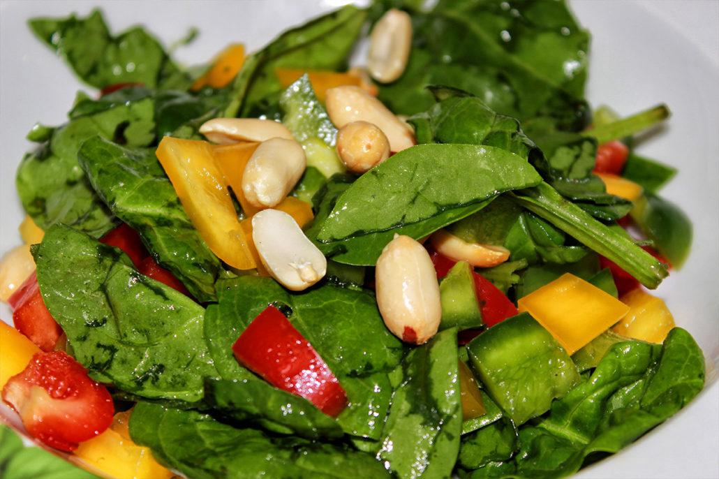 blattspinat salat mit erdn ssen vegan glutenfrei seelenguru kocht. Black Bedroom Furniture Sets. Home Design Ideas
