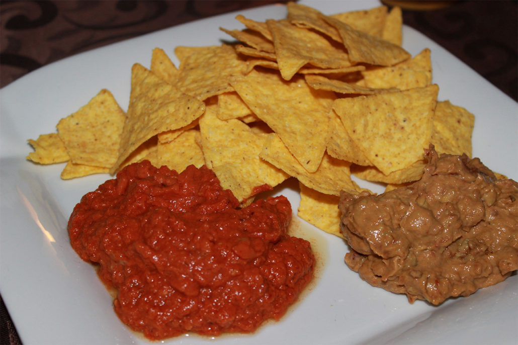 tortilla chips mit tomaten zwiebel avocado dip vegan glutenfrei. Black Bedroom Furniture Sets. Home Design Ideas