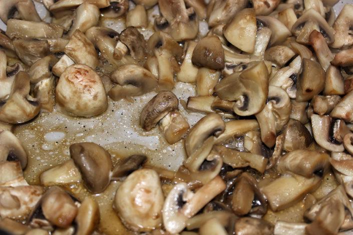 Champignons in Pfanne anbraten