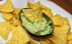 Guacamole - Avocado Dip mit Tortilla Chips