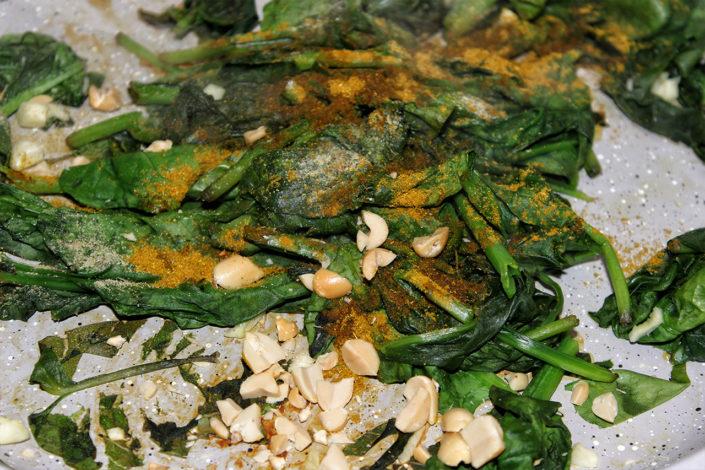 Spinat Erdnuss Curry Pfanne