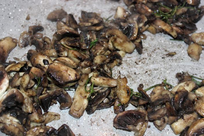 Champignons Rrosmarin Pfanne - anbraten