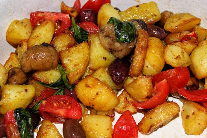 Oliven-Kartoffelsalat mit Basilikum - vegan & glutenfrei
