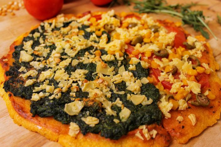 Vegane Pizza aus Maisgrieß - glutenfrei & ohne Hefe
