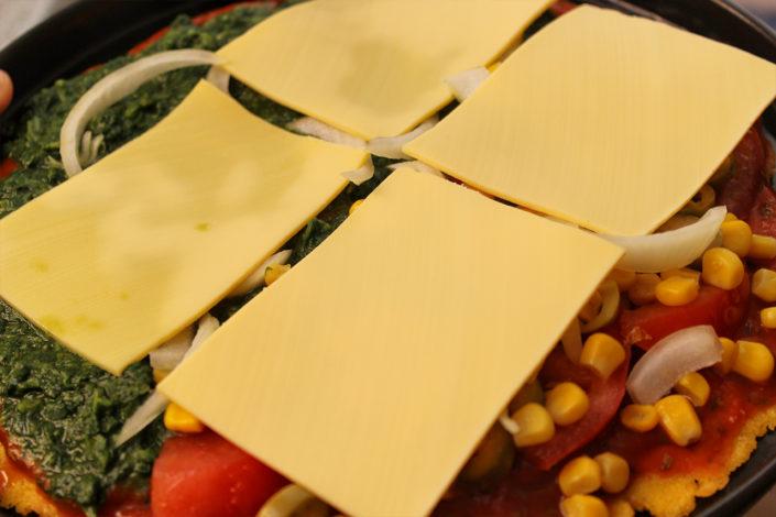 Pizza mit veganen Käse - glutenfrei & zuckerfrei