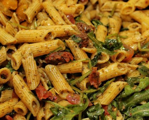 Italienischer Nudelsalat mit getrockneten Tomaten